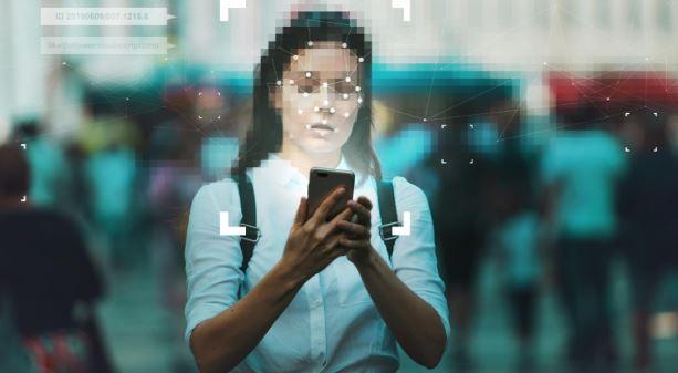 PimEyes: una via di mezzo tra riconoscimento facciale e problemi di privacy