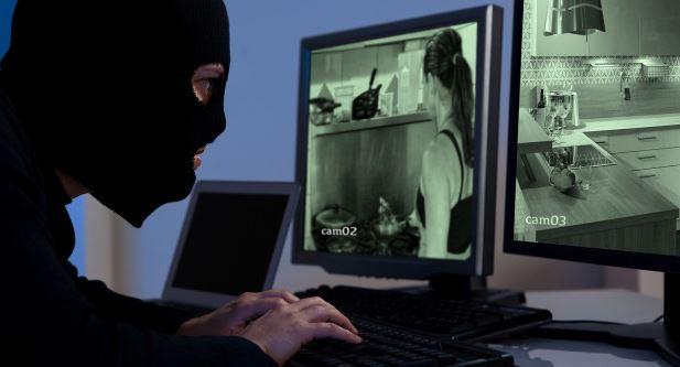 Violazione delle telecamere di sorveglianza in case private. I siti porno acquistano 3TB di video per 200 $